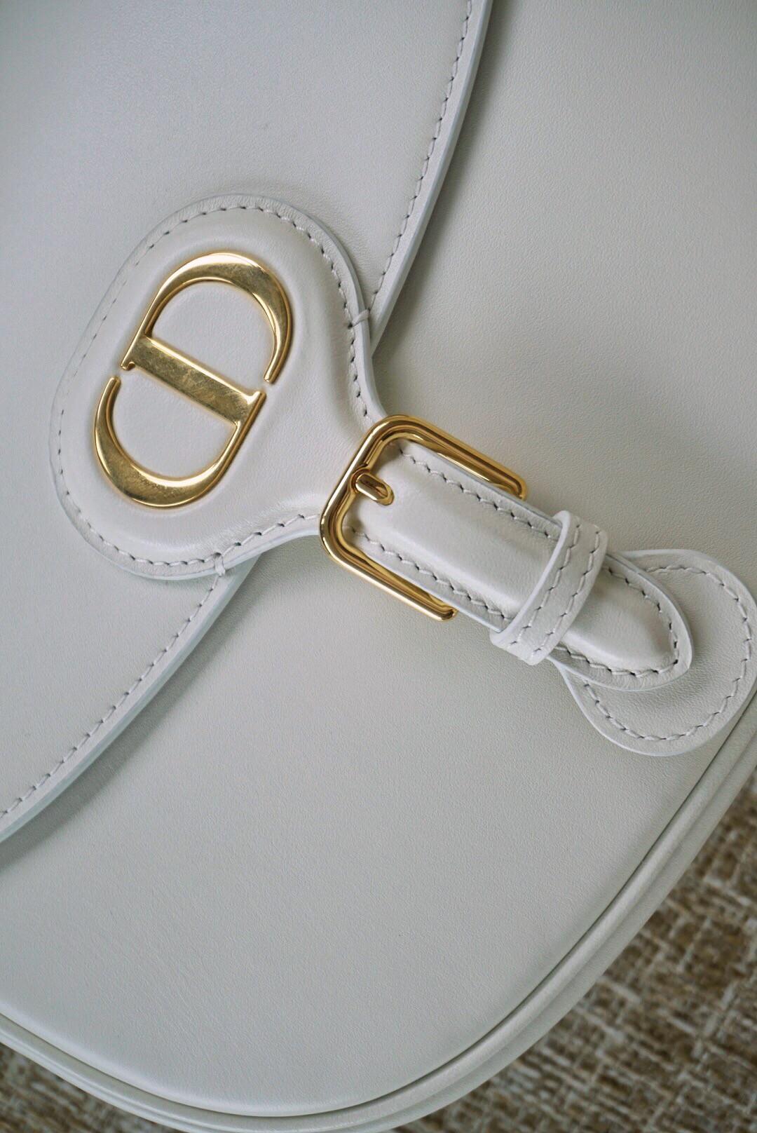 Dior 迪奥 Bobby 中号 22cm 白色 清新淡雅