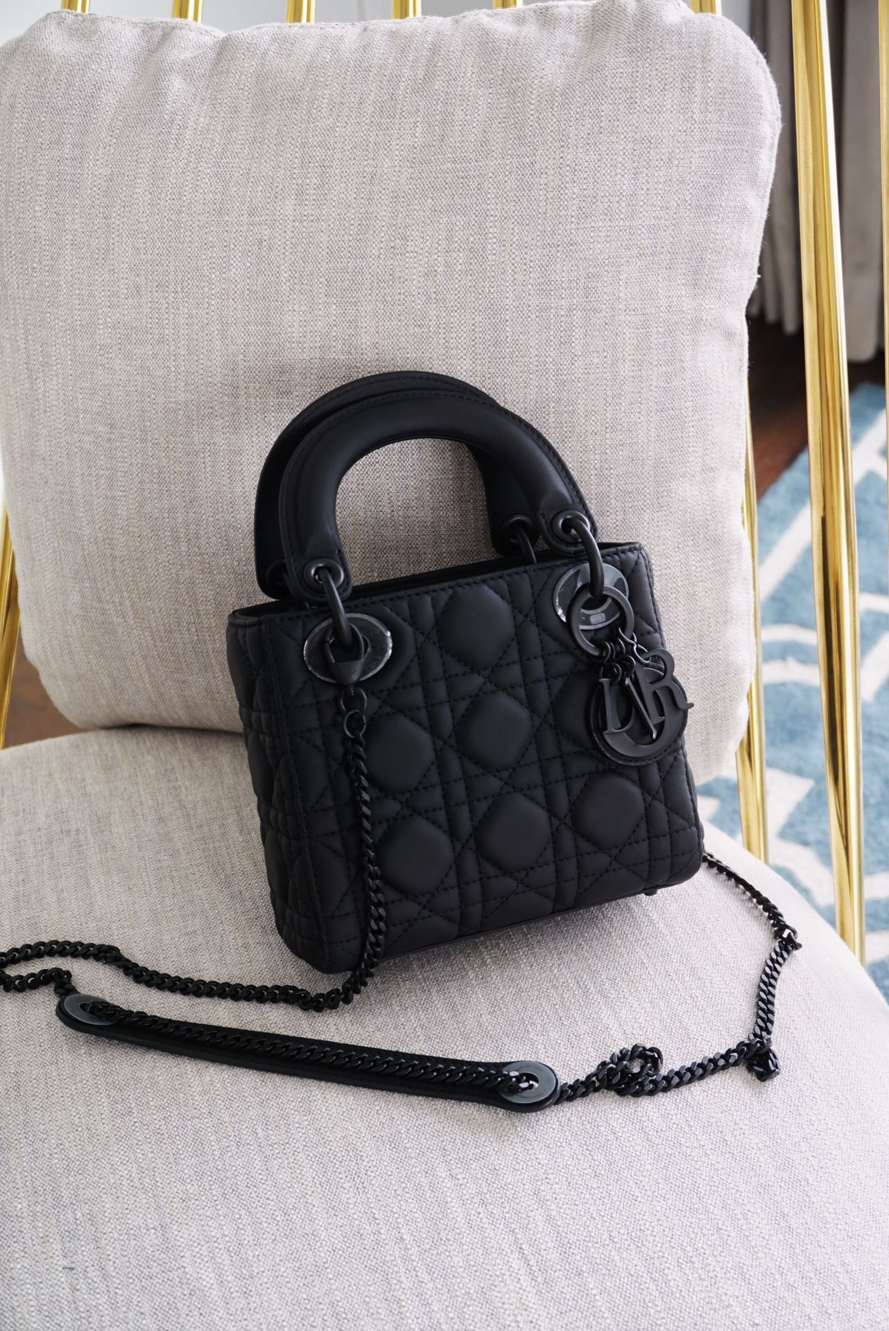 Dior 迪奥 戴妃包 Lady Dior 三格/17cm 磨砂黑   直击心脏 与众不同-百搭超A