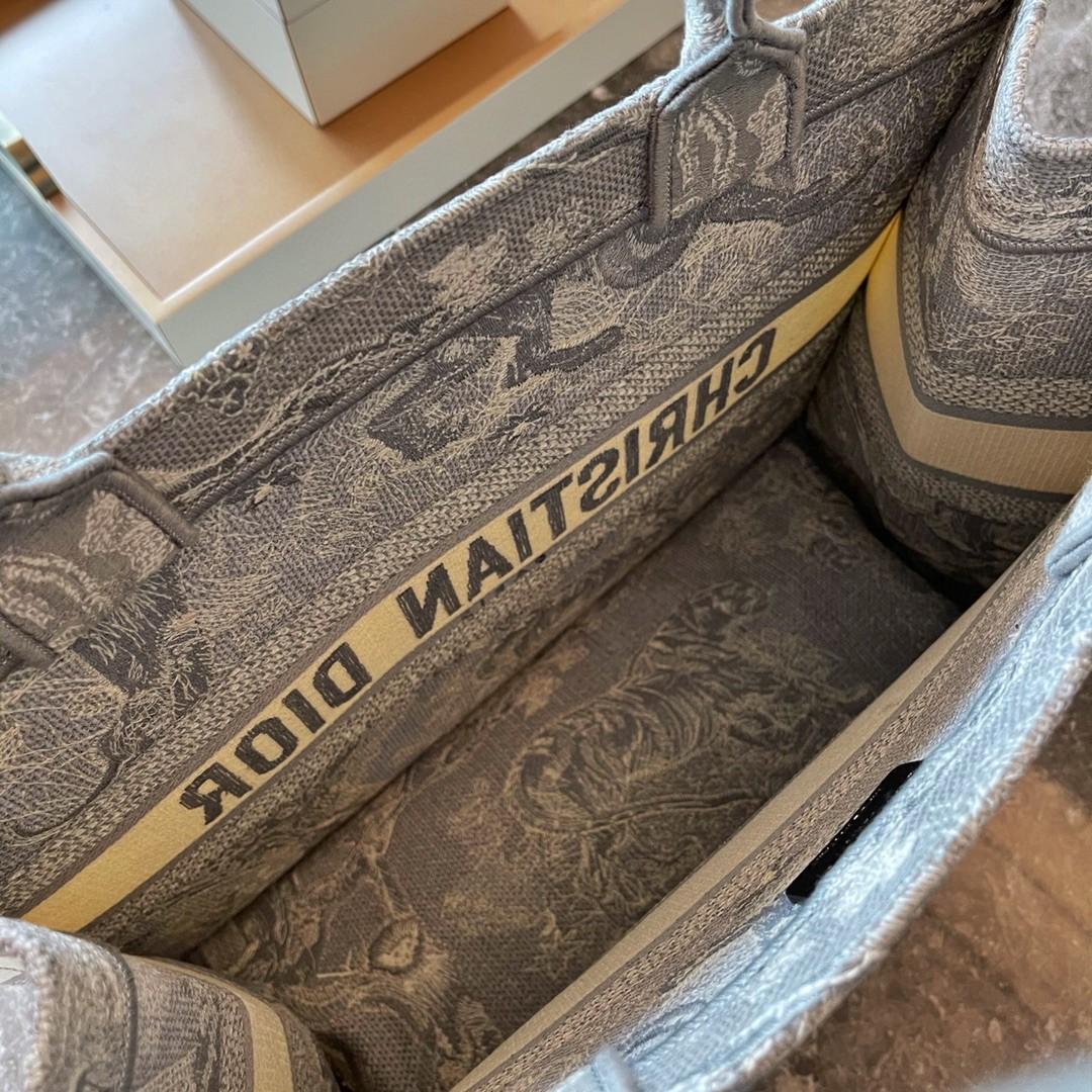 Dior 迪奥 购物袋 新灰老虎 小号/36.5cm 标志性图案,突显反色效果