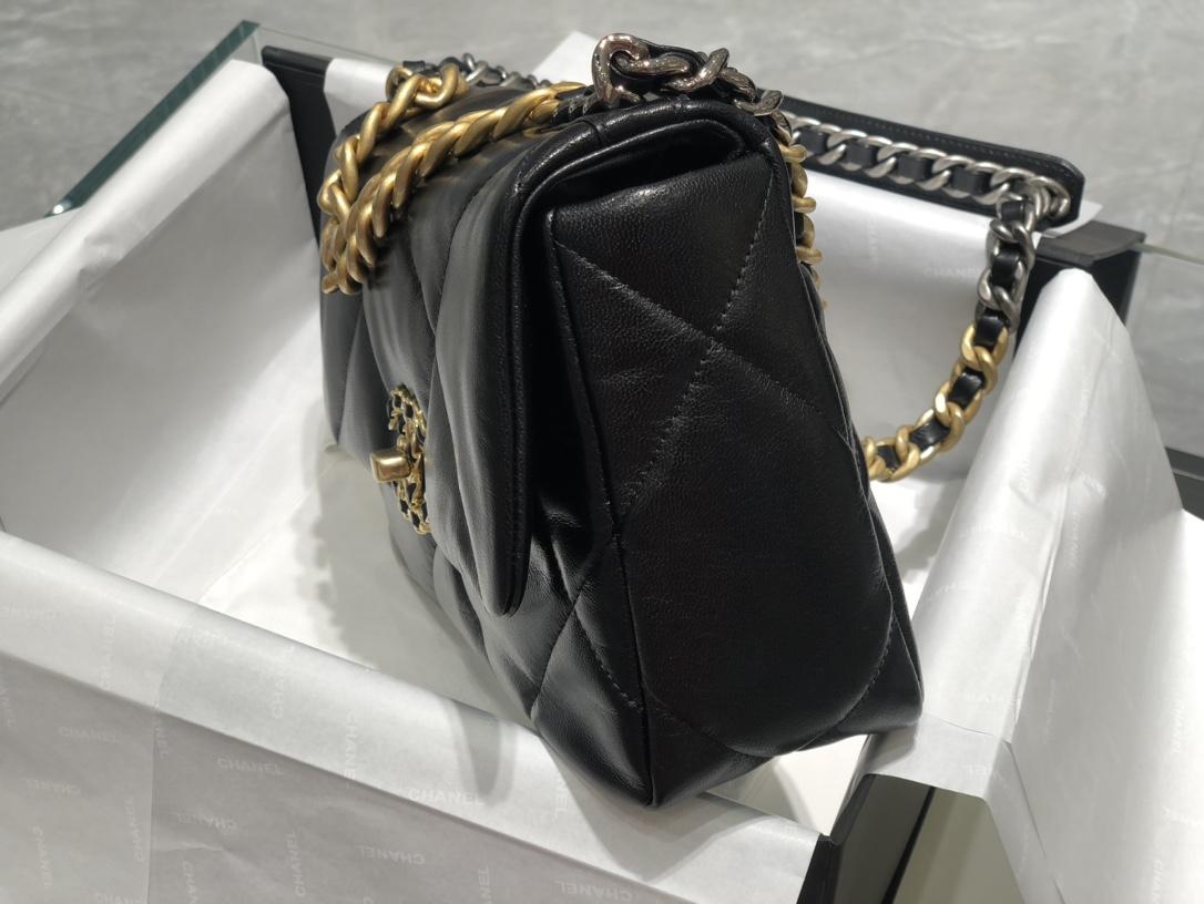 Chanel  19Bag口盖包 黑色真的是百搭之王  一年四季都  细腻的羊皮摸起来超级舒服尺寸:16*26*9cm现货