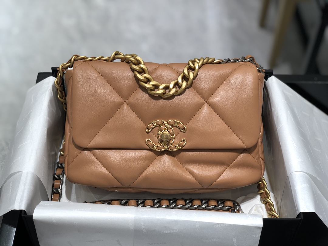 Chanel19Bag2021新色~复古焦糖色这个颜色太有气质了~进口羊皮摸起来超级舒服尺寸:16*26*9cm
