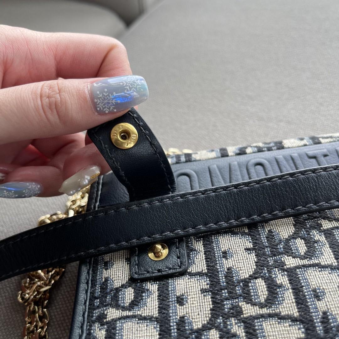DIOR 迪奥 二合一手拿包 19cm 布纹蓝 自身轻便  两条肩带 多种使用方法 亦可作腰包