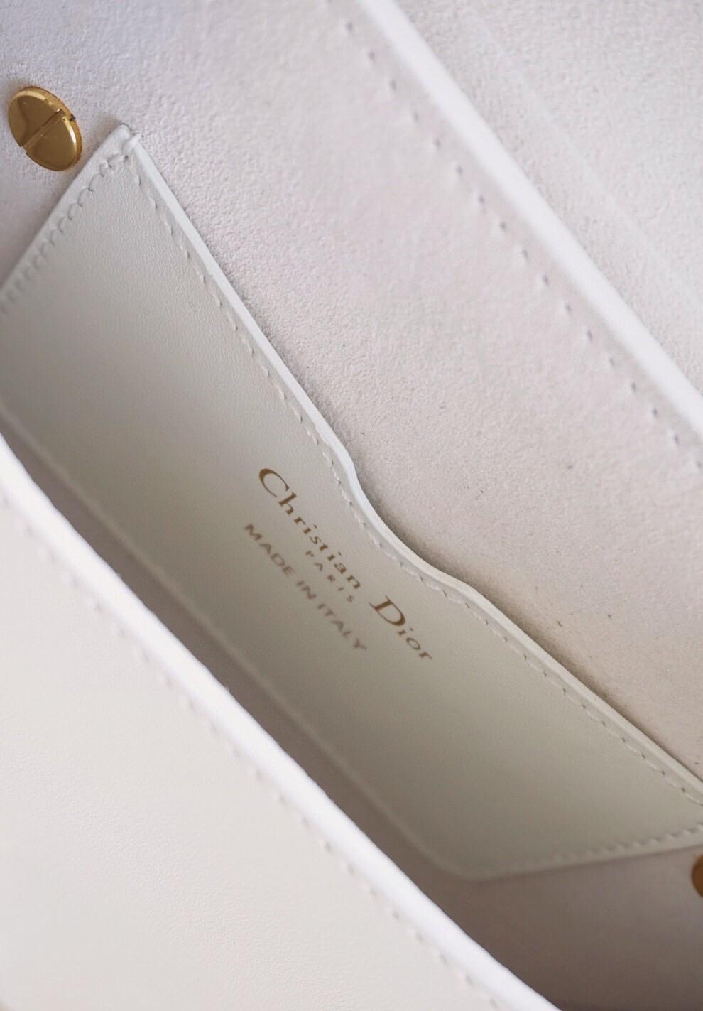 Dior 迪奥 Bobby 白色 小号/18cm 自带圆润温柔气息