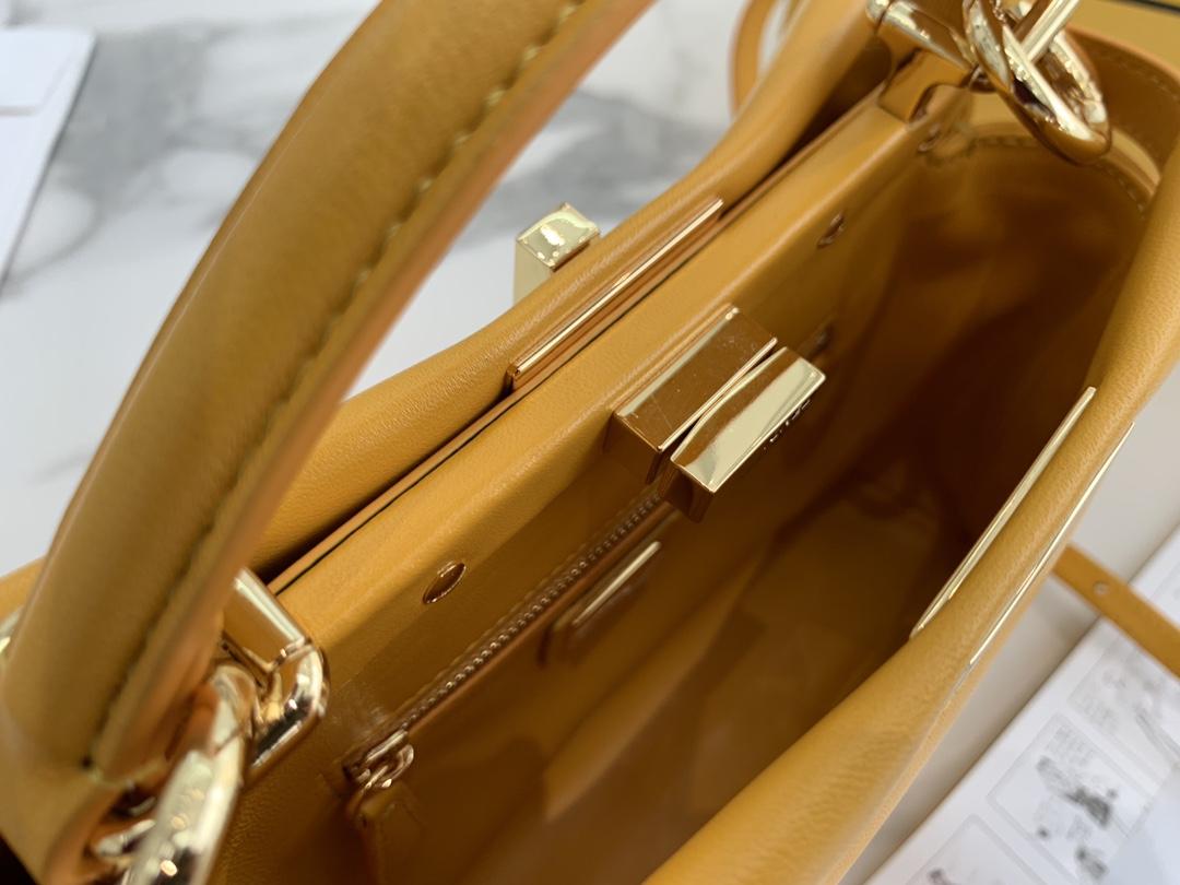 FENDI 芬迪 peekaboo mini   原厂水染羊皮,24k金真空电镀 尺寸:23cm  颜色:黄色6802