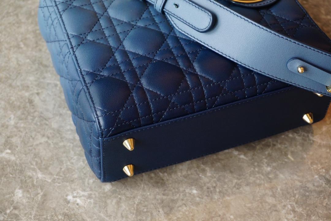 Lady Dior My ABCDior 手袋 20cm 渐变蓝 采用全新靛蓝色羊皮革精心制作