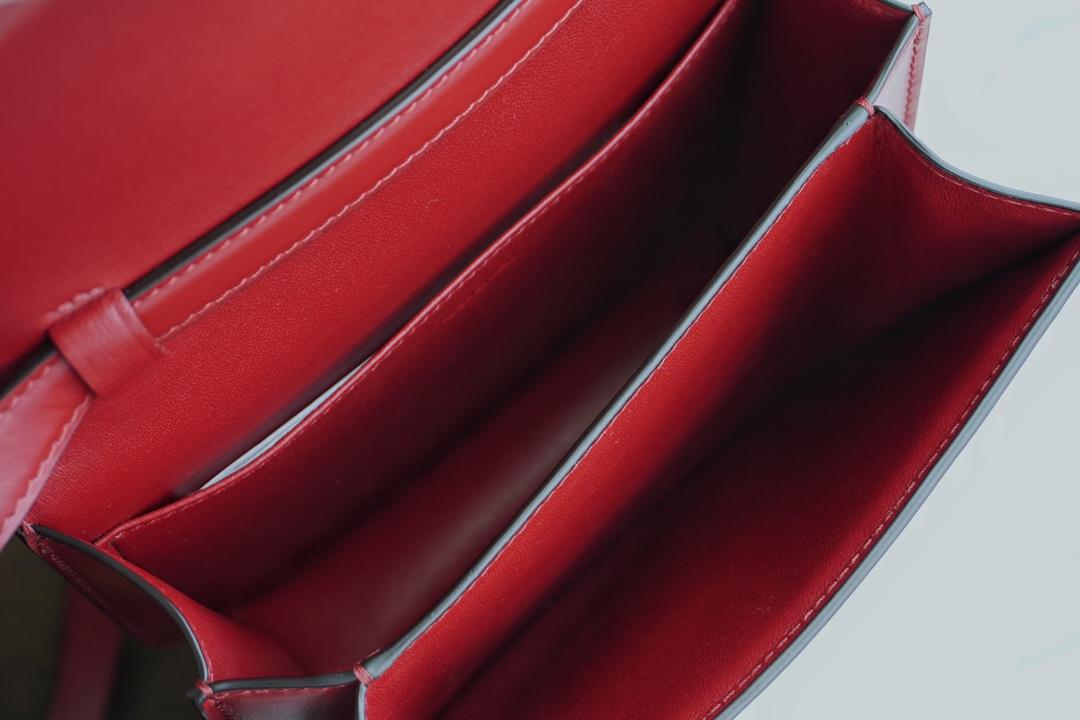 Celine ,思琳 BoxTeen/18.5cm罂粟红 单肩、斜挎、手拿 每种都能背出不同的感觉