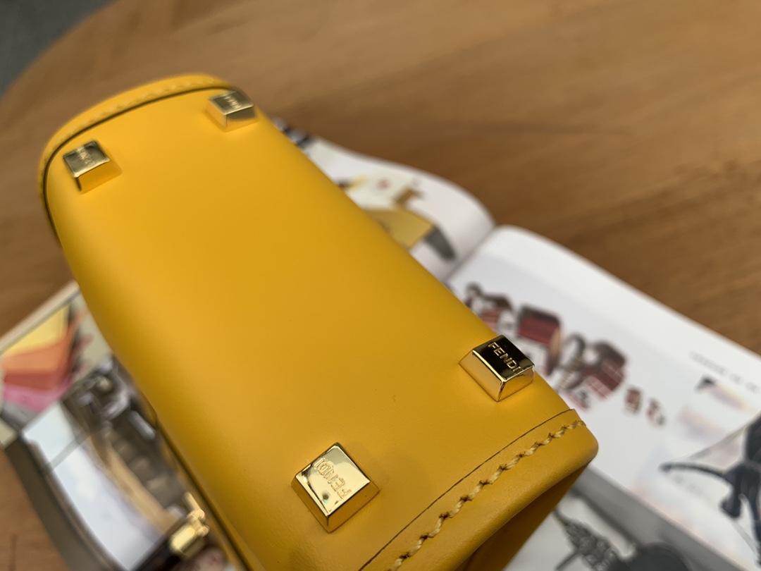 FENDI最新 Sunshine mini tote. 真的是惊艳 超级高质感的玳瑁色手柄是整个包最大的特色 容量却很大 百搭无敌 13x18x6.5cm