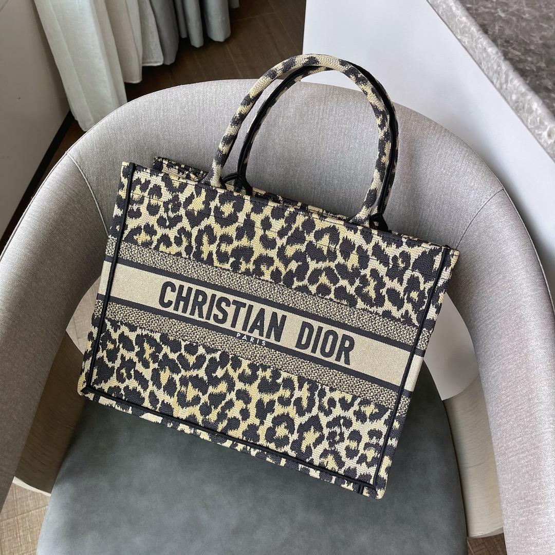 Dior 2021  Dior 迪奥购物袋 小号/36.5cm 豹纹 时尚轮回,标记复古