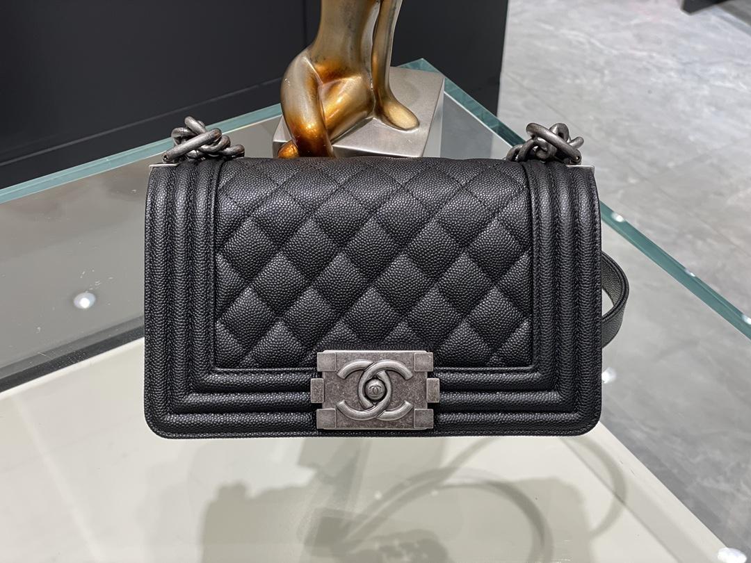 CHANEL 香奈儿 {真品级}Chanel  Leboy小号 黑金 经常断货的一款 每个女人都值得拥有的经典款