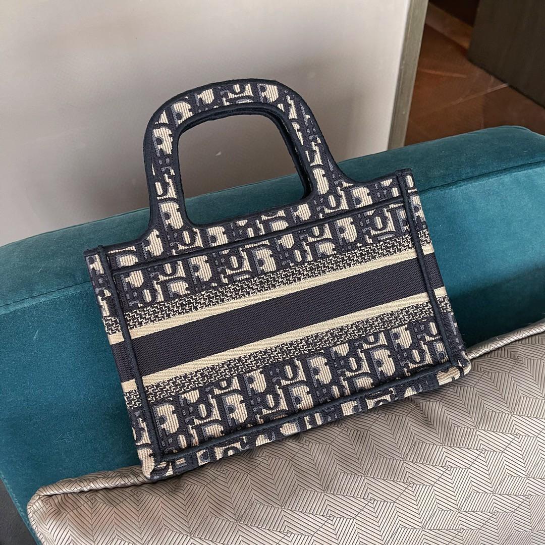 Dior 迪奥 购物袋 mini/22.5cm  标志性复古印花~ 小巧轻便也能装~