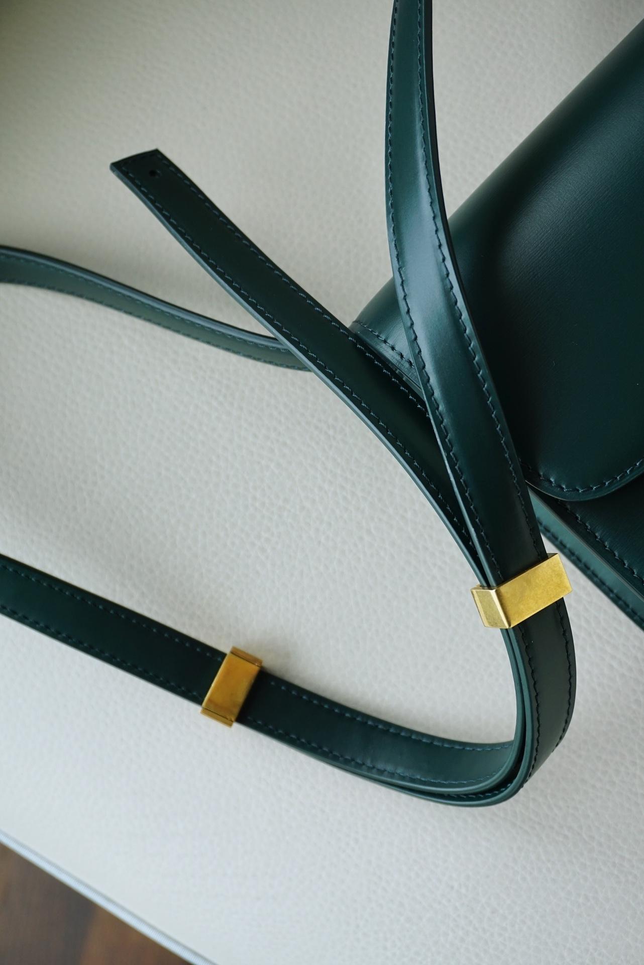 Celine 思琳 Box 豆腐包 Teen 18.5cm 墨绿色,极具70年代风格