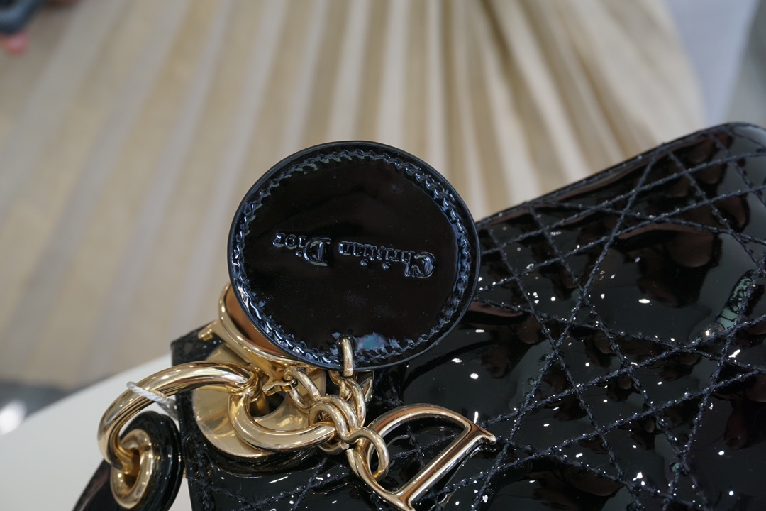 DIOR迪奥 三格 17cm 黑漆金 久看不腻  戴妃包 Lady Dior