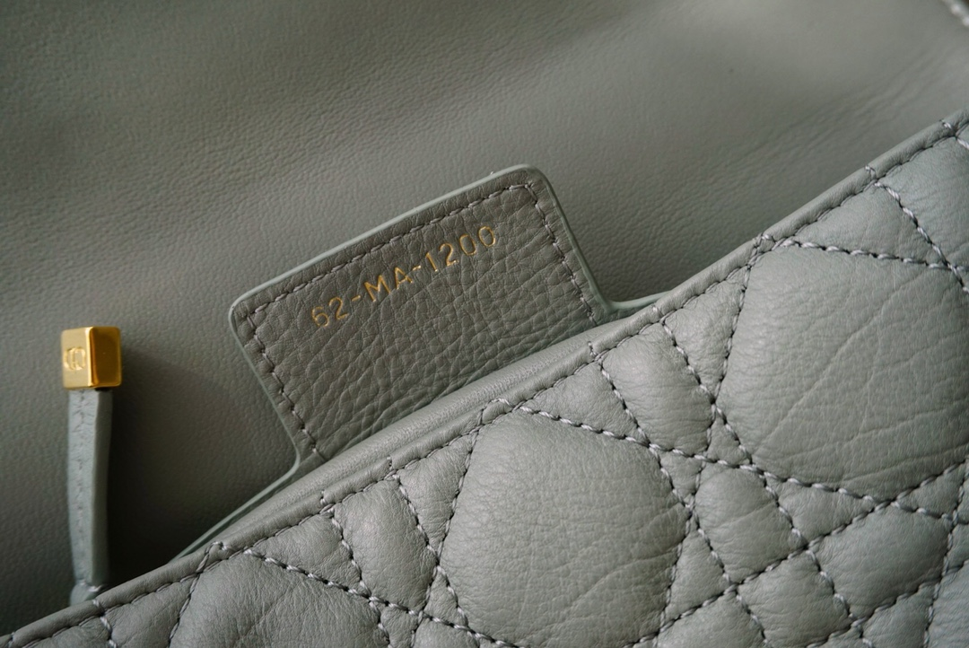 Dior 迪奥 Caro 灰色 小号 20cm   标志性藤格纹图案   ~展现不凡格调~