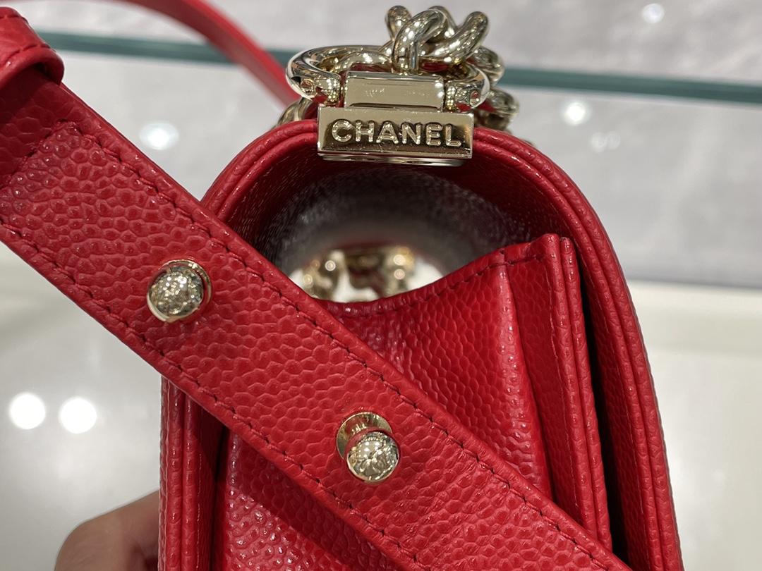 CHANEL 香奈儿 升级版leboy小号~原厂进口皮 红色浅金扣  鲜艳靓丽的色彩  喜庆大方