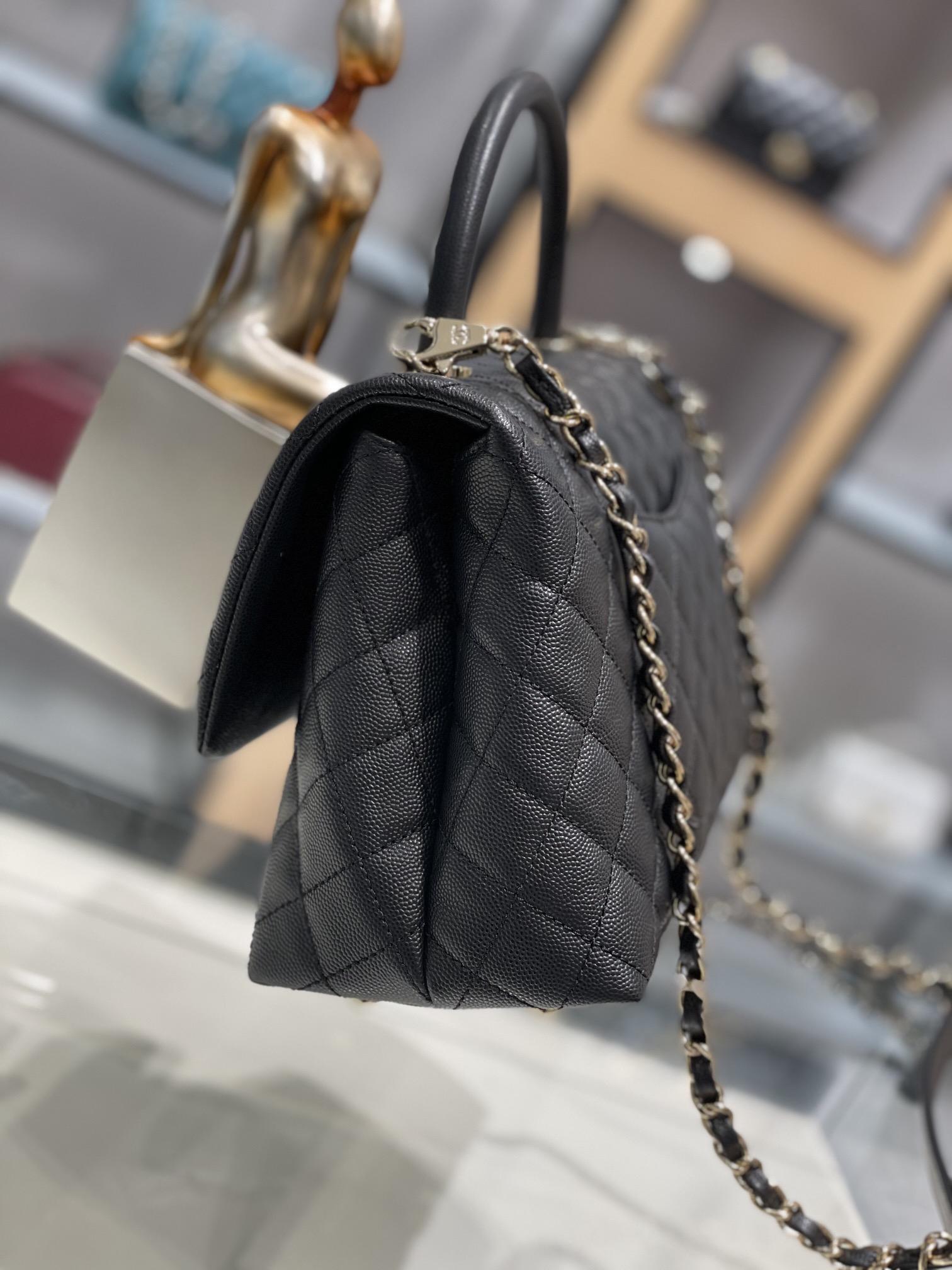 小香 一包难求的Coco handle中号 搭配最新淡金扣五金配件手提单肩气质大方百搭
