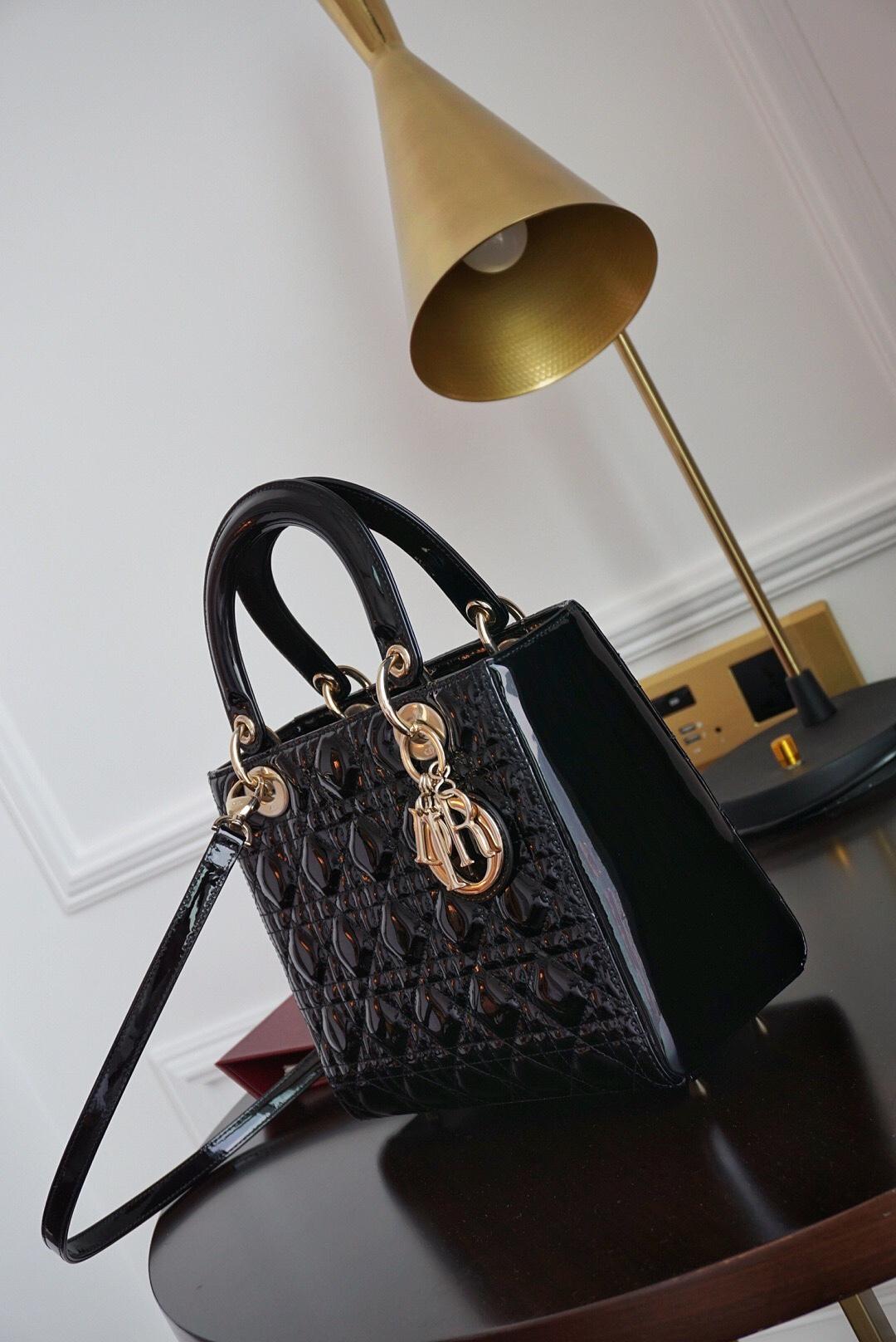 Dior 迪奥 戴妃包 Lady Dior 五格 24cm 黑色漆皮金扣  日常正式场合都能Hold住