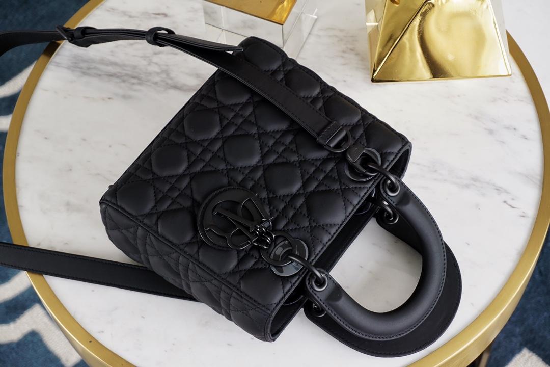 Dior 迪奥 戴妃包 Lady Dior 四格/20cm 磨砂黑   ~低调有质感~ 超级好搭 还很能装