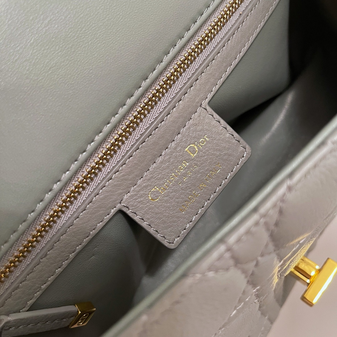 Dior 迪奥 Caro 25.5cm 标志性藤格纹  优雅灰色小牛皮,永恒典-- --雅态度亦是无尽浪漫格调