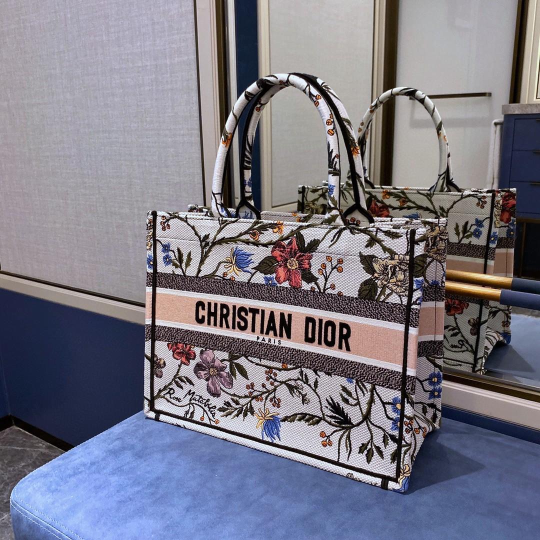 Dior 迪奥 购物袋 BOOK TOTE 购物袋 月季花 36.5cm 精致而高雅的刺绣工艺