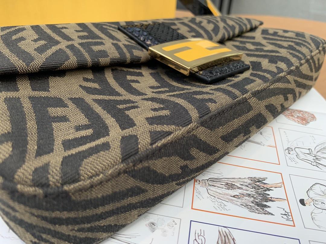 Fendi 最新腋下包 Baguette 26cm 最完美的品质 代购品质