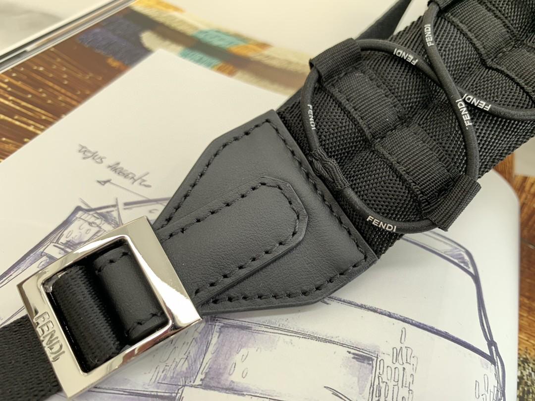 Fendi最新Vertigo胶囊限量款 背包肩带可调节 内置口袋 复古气息 38x32x12